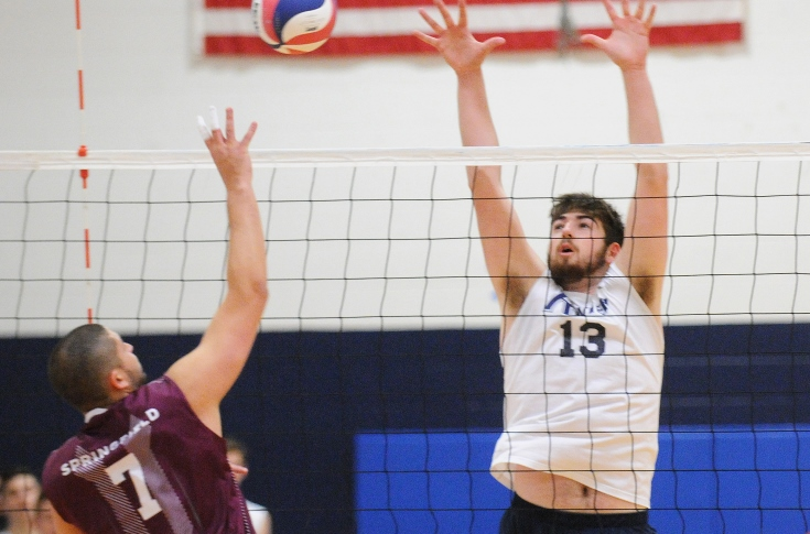Men's Volleyball: Raiders split tri-match at #1 Springfield