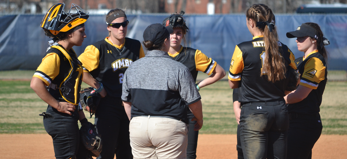 Softball Drops Two to Open Tournament at UNCW