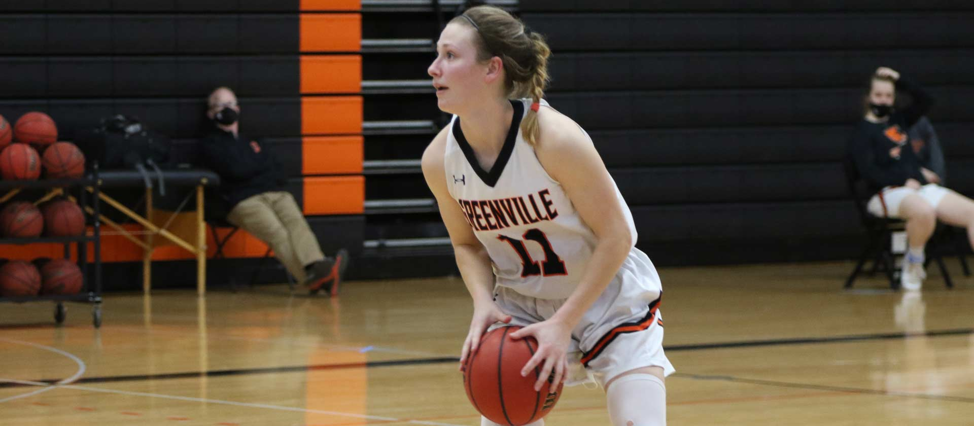 Women's basketball cruises past Eureka