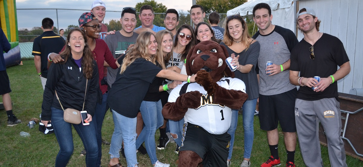 Register Now for Athletics' Alumni Social During Homecoming '18!