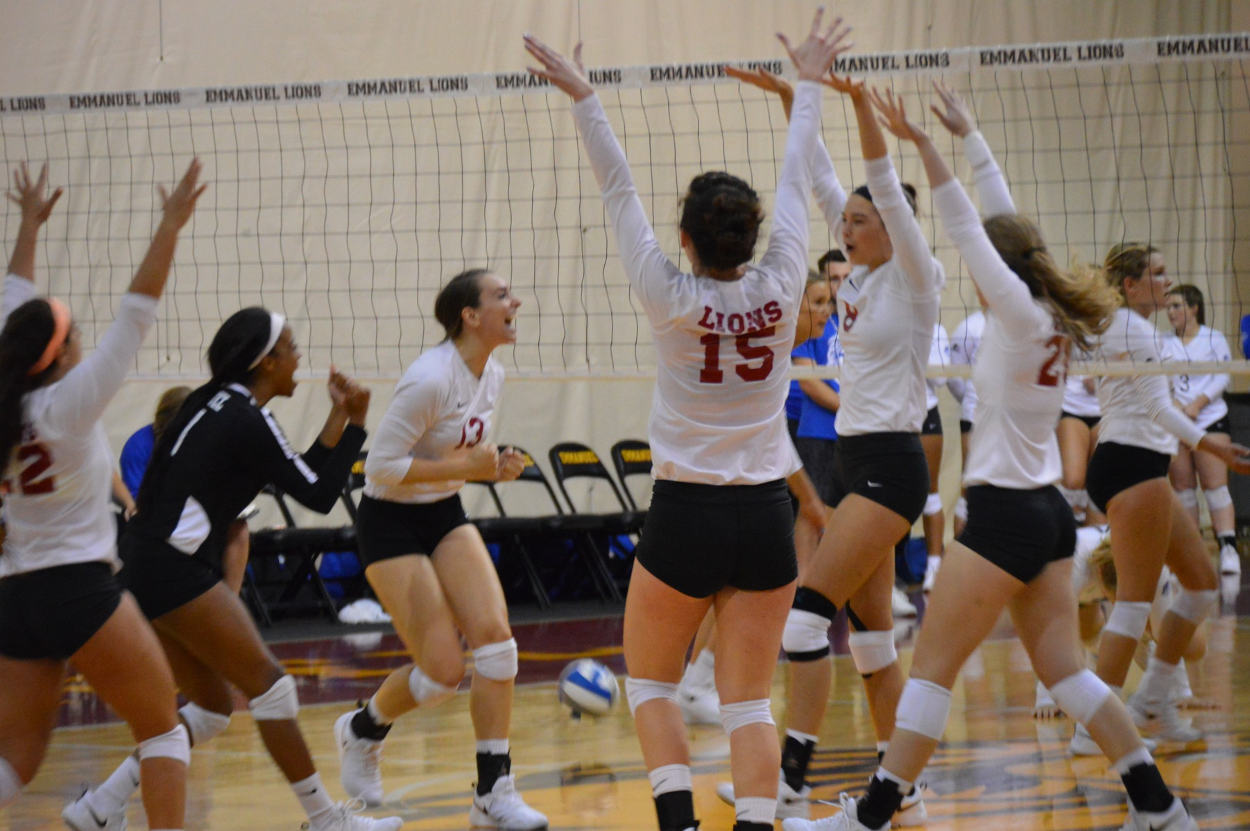 Lions Volleyball Sweeps Lees-McRae