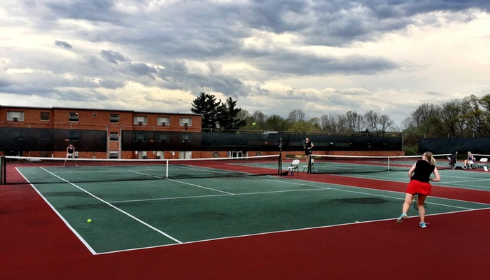 Women's tennis wins OAC thriller against rival Capital