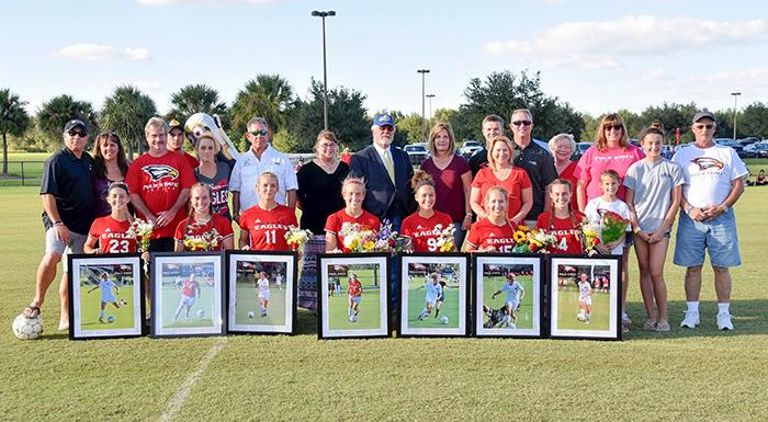 Eagles sophomores and their families pose for a group photo. (Photo by Tom Hagerty, Polk State.)
