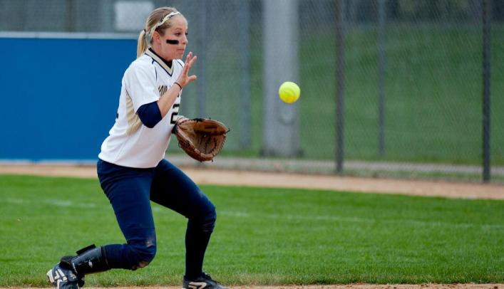 Softball Splits on Day Two of WIAC Championship