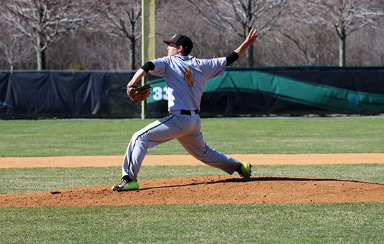 Temte's Walk-Off Lifts Baseball to Split With Eastern Nazarene