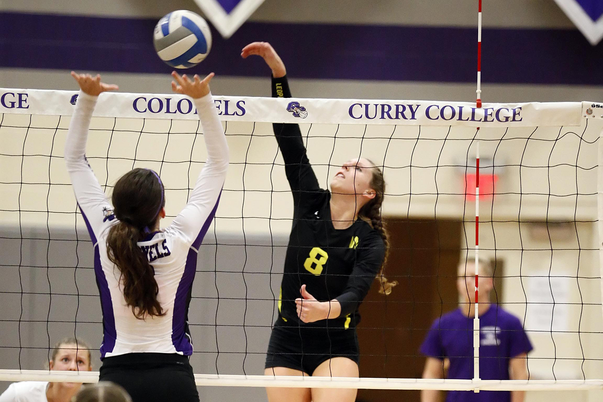 Women's Volleyball Captures Colonial Classic Title