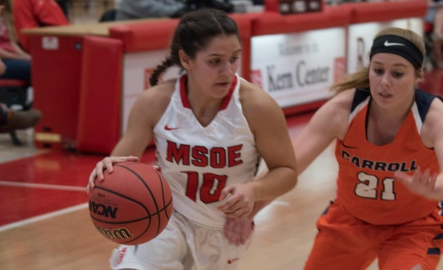 Women's Basketball Stays Perfect With Win at Marian