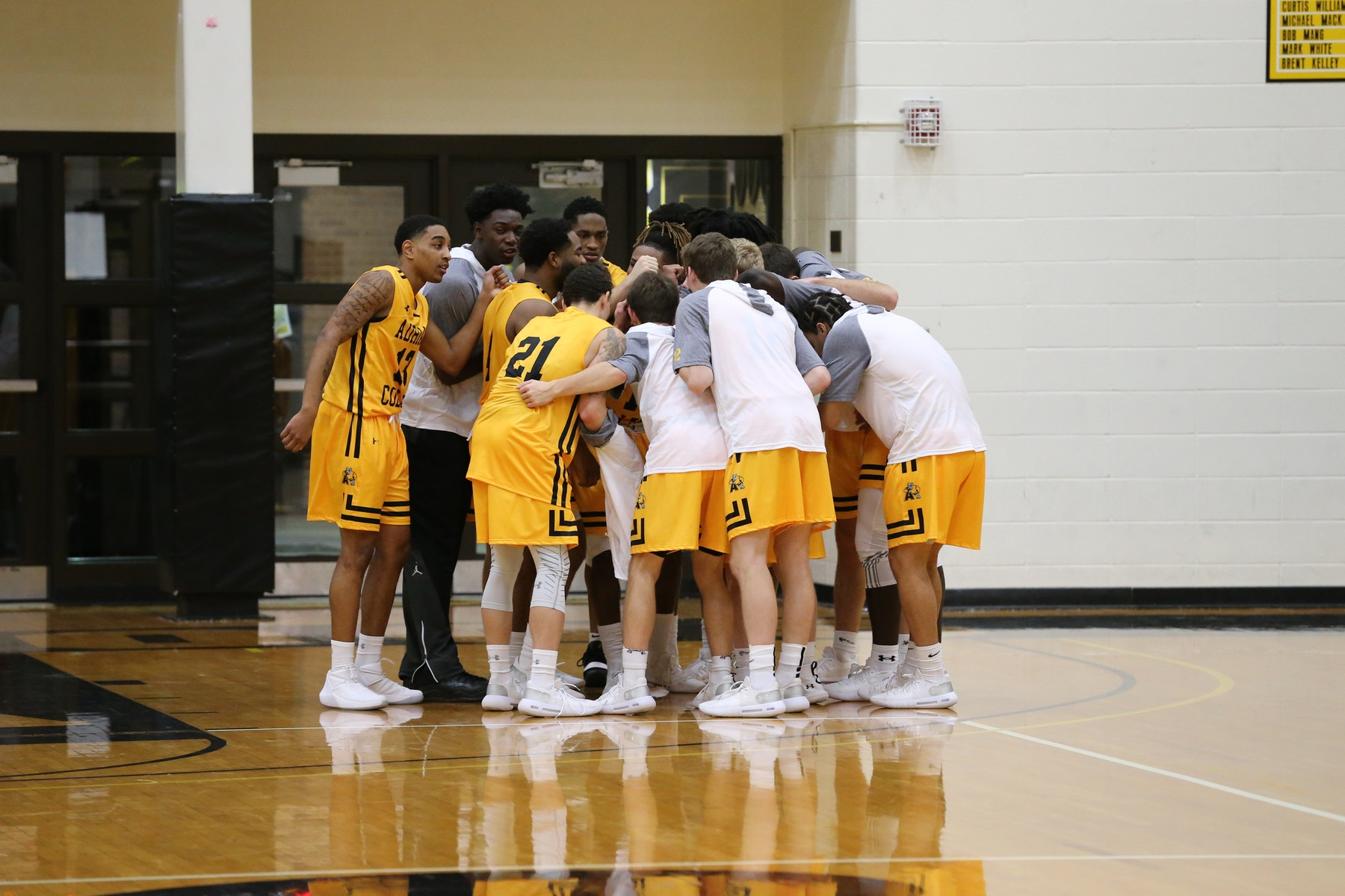 Men's Basketball Ends 2018 with Loss to Mount Union in Holiday Classic