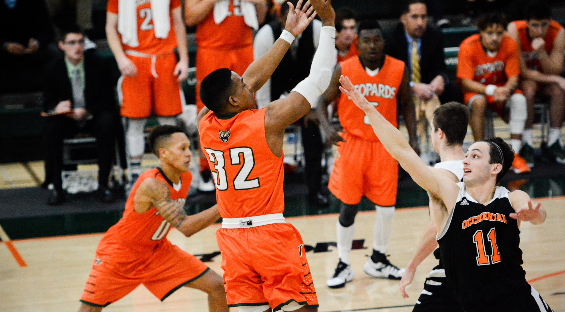 La Verne rallies to slip past Oxy 74-70