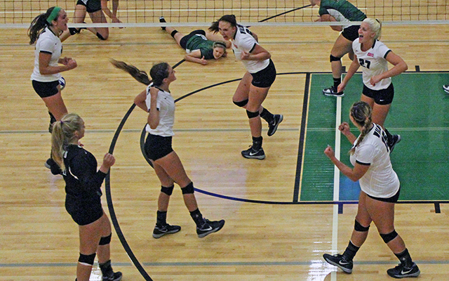 Multifaceted Offensive Attack Leads Wilmington Volleyball to Sweep at Holy Family
