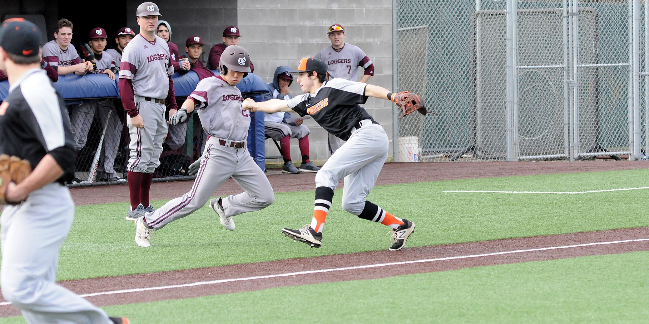 Pios split Tuesday twin bill in Tacoma