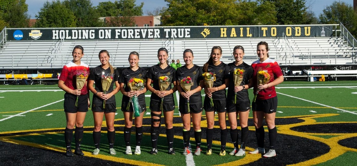 ODUWS Seniors (Photo by: Ralph Schudel)