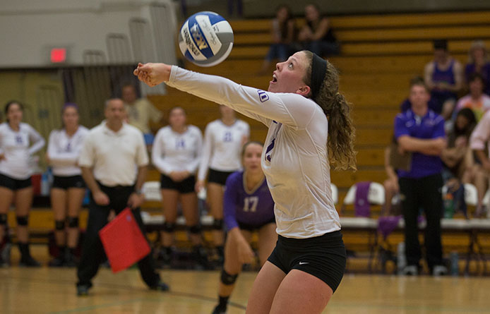 Women's volleyball drops trio of two-point sets in loss to 2014 NCAA qualifier Stonehill
