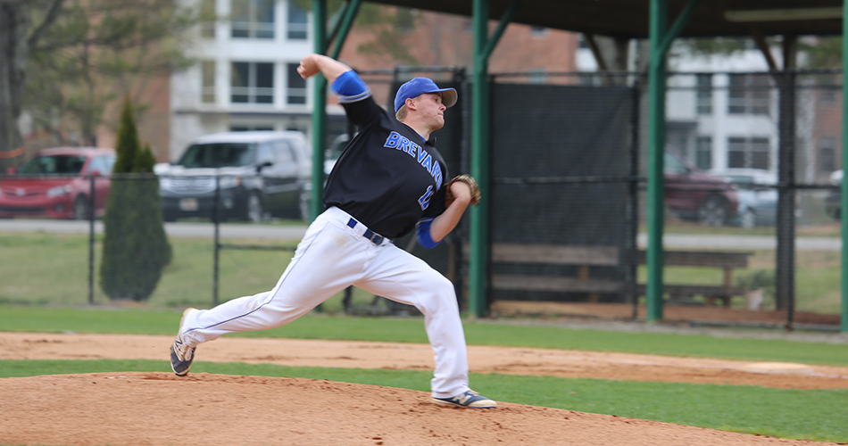 Scudder dazzles in Senior Day doubleheader split with Trojans