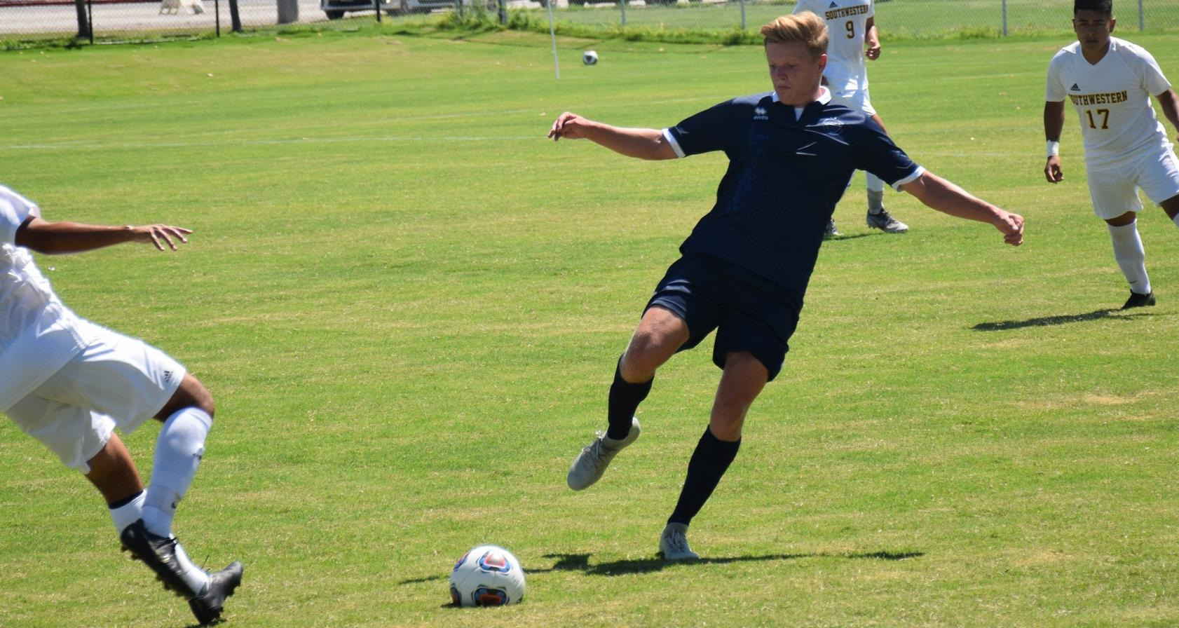 Men's soccer team wins fourth in its last five, shuts out Norco