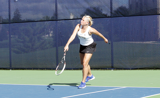 Braun, Pass Earn Singles Victories for Thunder Women in Loss