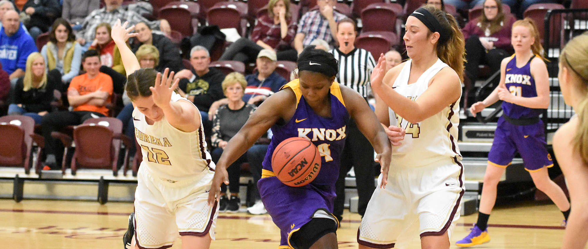 Knox Holds Off Eureka on Opening Night, 73-68