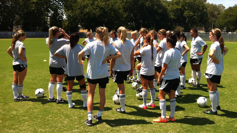 WOMEN'S SOCCER OPENS TRAINING EYEING RETURN TO CHAMPIONSHIP FORM