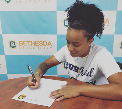 Aoloni Robinson Signs to Continue Career