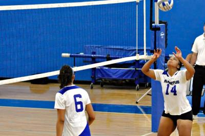 Women's Volleyball Edged by Daniel Webster 3-1