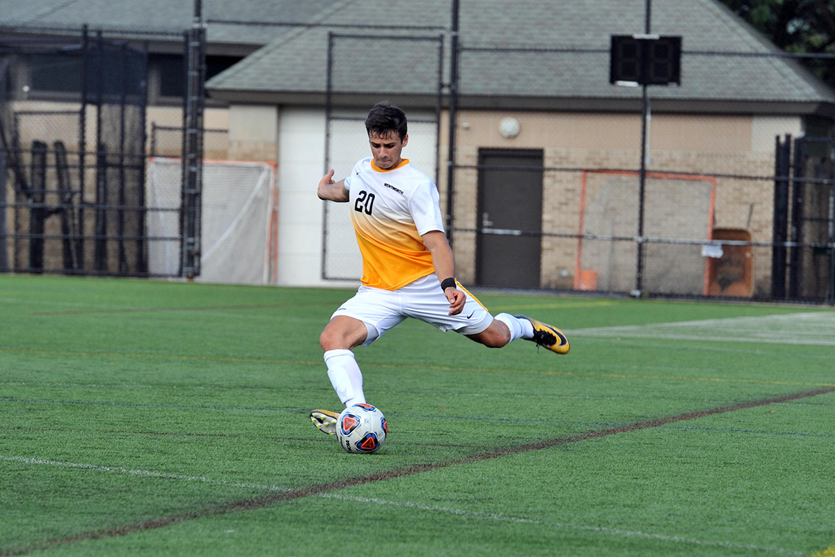 Late Rally Pushes Men's Soccer Past Nichols in CCC Opener