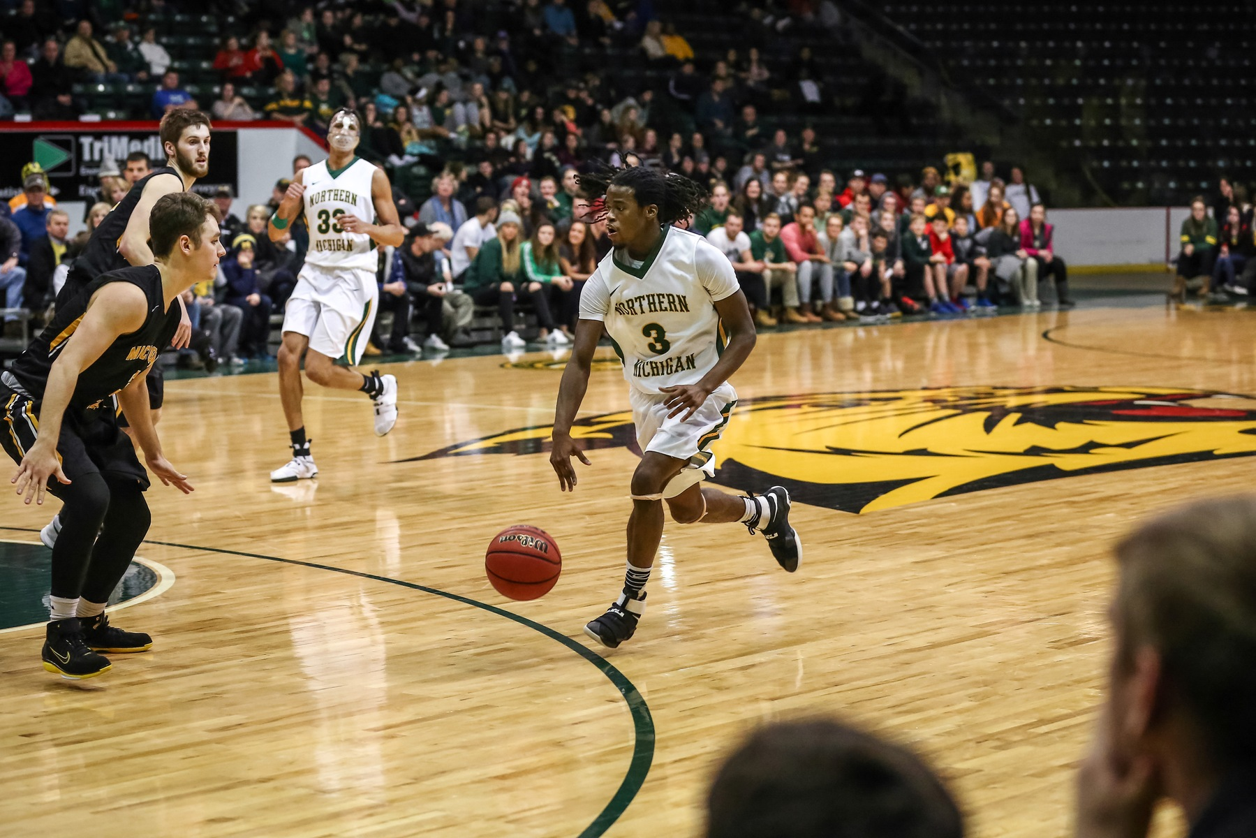 Wildcat Men's Basketball Prevails over Grand Valley State, 82-77