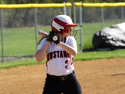 Women's Softball: Falcons secure 2nd game in DH