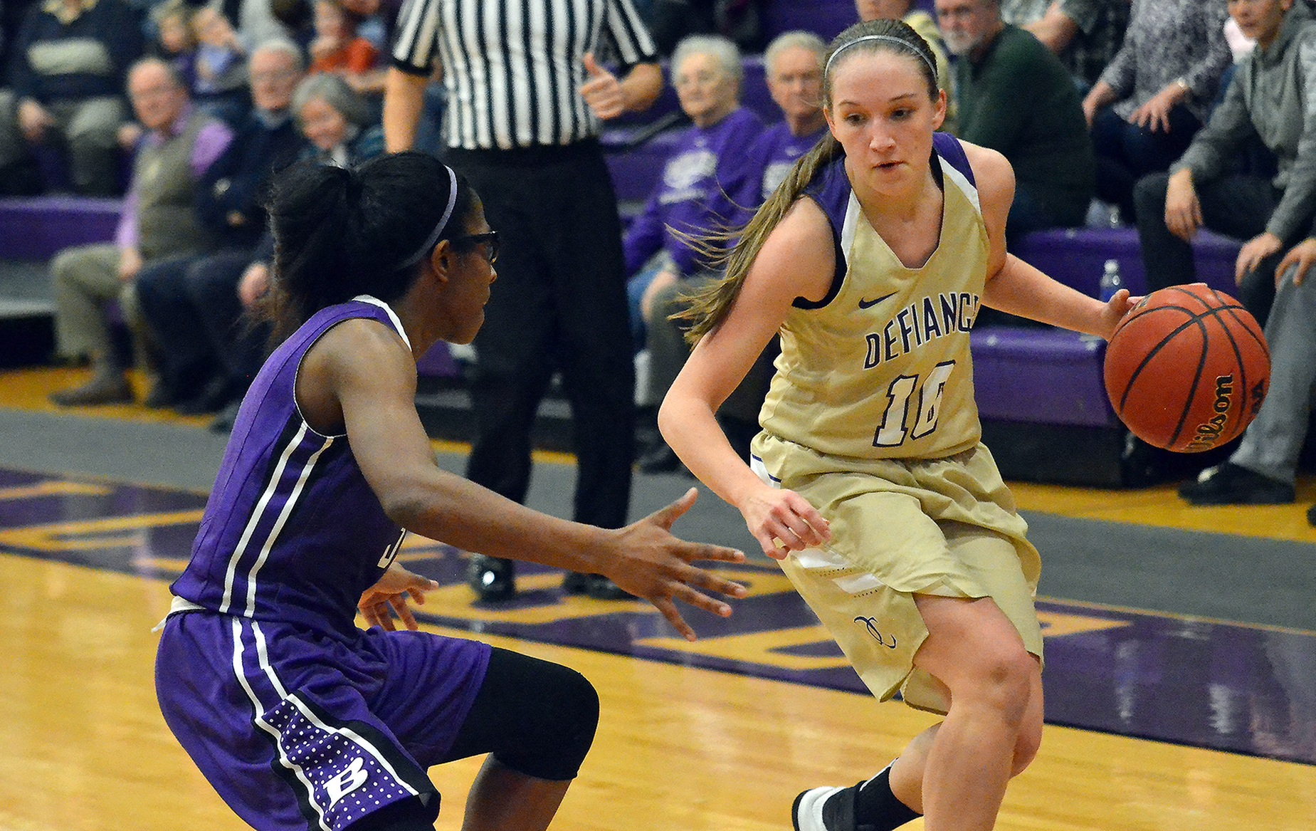 Yellow Jackets Lose to Pioneers