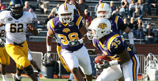Golden Eagles close 2009 with winning mark, top Murray State 45-15