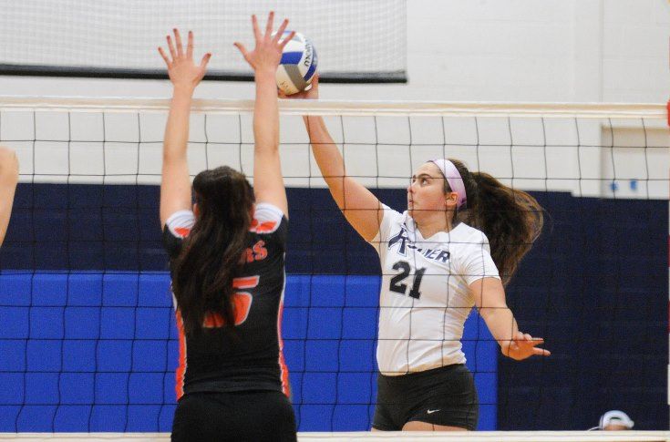 Women's Volleyball: Raiders sweep both USJ and Framingham State