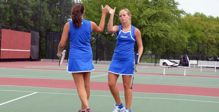 Women's Tennis cruises to NAC victory over Marian