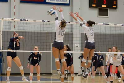 Women's volleyball team knocked out in semis of state tourney