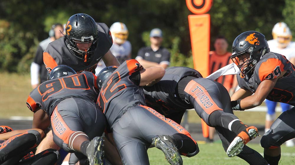 Football collects second shutout of season, wins 21-0 over Iowa Wesleyan