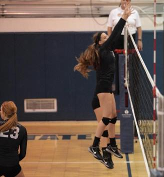 Gerten and Wynn smash 20 kills apiece as volleyball secures win over Lakeland