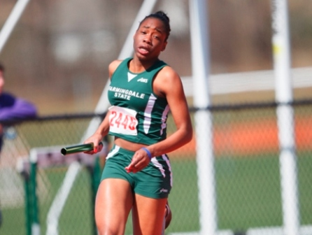 Women 4x200m Relay Team Breaks School Record