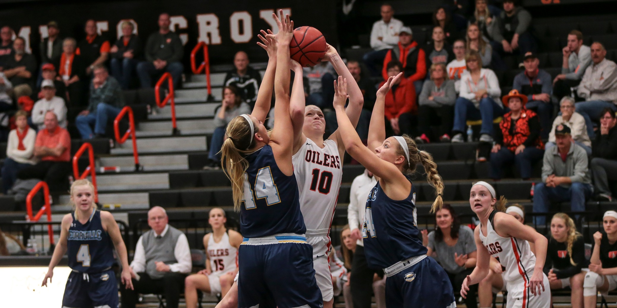 Oilers Halt Yellow Jackets' Comeback Effort