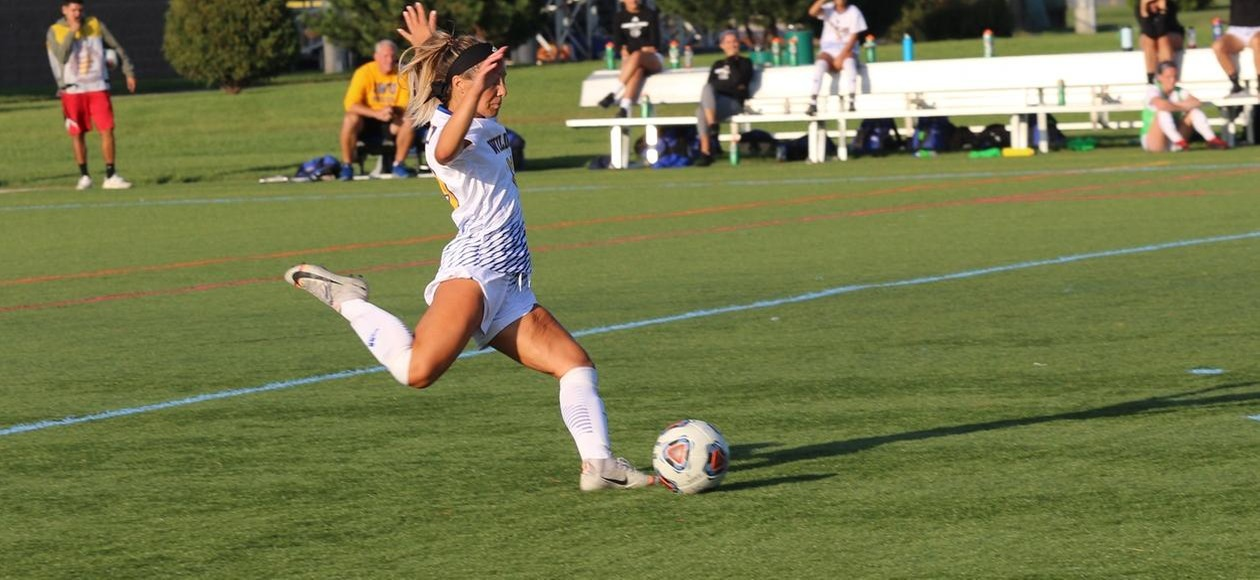Women's Soccer Drops First Conference Match at St. Joe's
