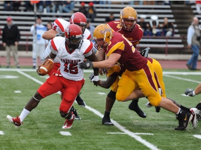 The Bulldogs come after SVSU quarterback Charles Dowdell (Photo by Ed Hyde)