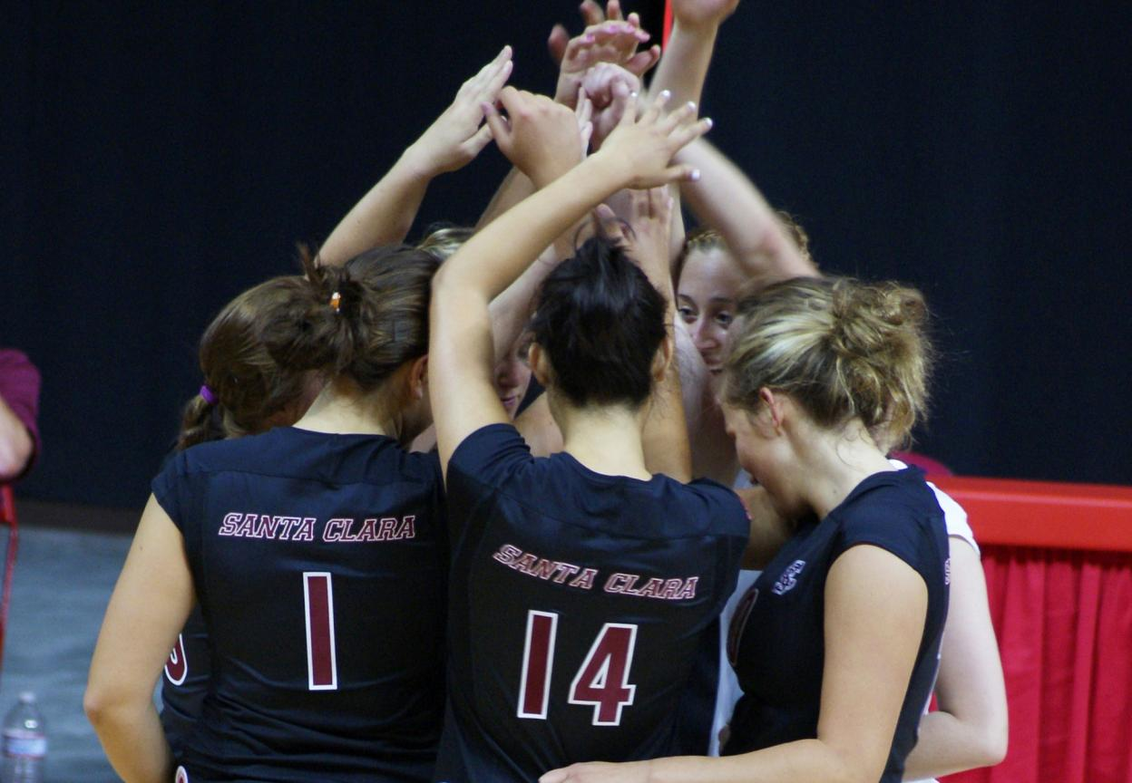 Volleyball Falls in 5 to No. 20 Dayton