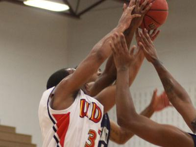 David Sanders scores 16 points to co-lead in scoring against Mansfield