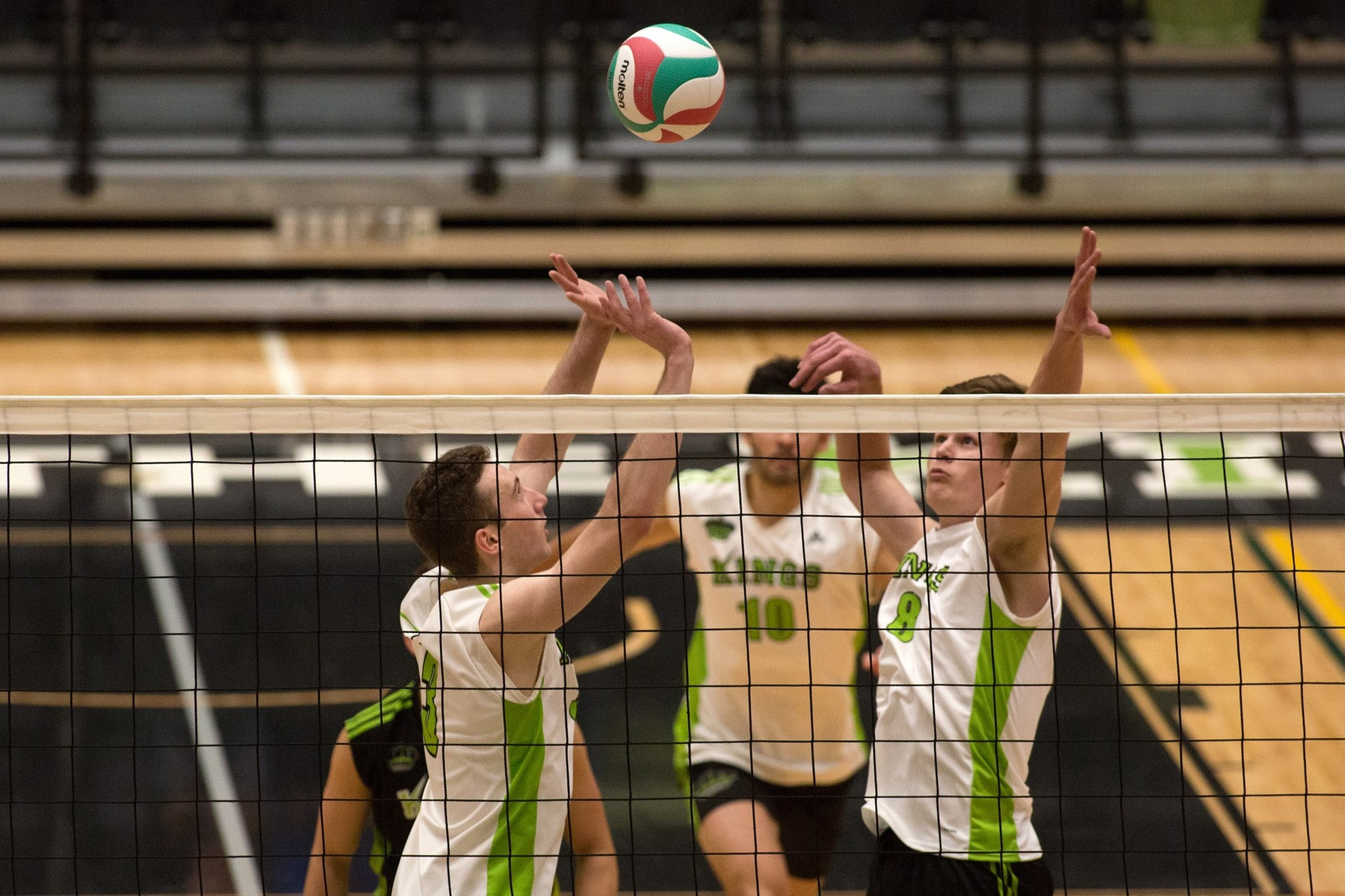 Turlejski's blocking halts Trojans' offence, Kings win in four sets