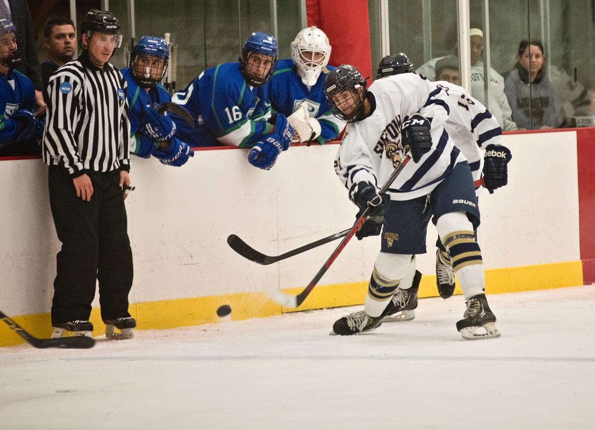 Hockey Pours in Nine in 9-5 Win at UMass Dartmouth