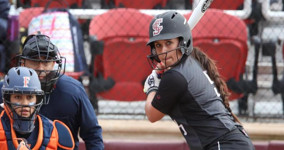 Softball Falls in Final Road Game of 2016