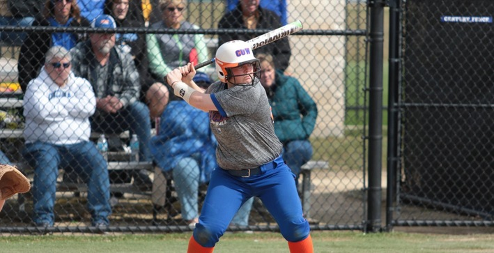 Softball runs winning streak to eight with sweep at Rockford