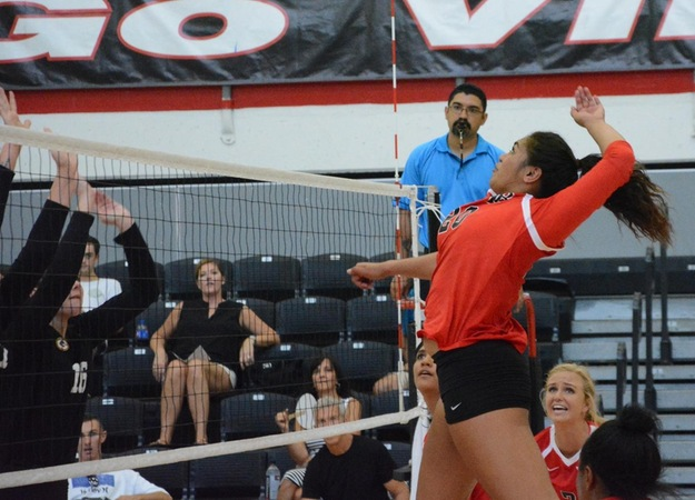Volleyball Defeats San Diego Mesa in Home Opener