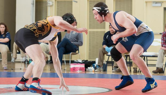 Blugold Wrestlers Narrowly Fall to UW-Oshkosh