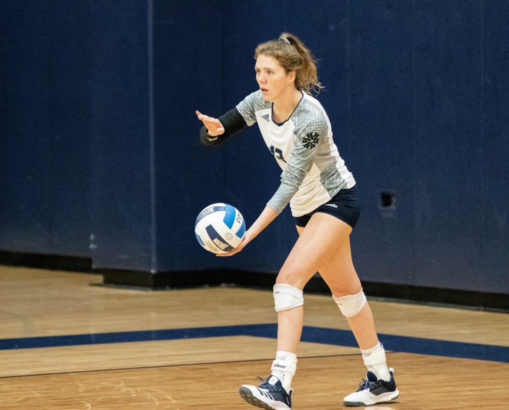 Sophomore Madi Nash (Sahuaro HS) finished with a double-double of 15 kills and 17 digs but the Aztecs fell in four sets to No. 16 Mesa Community College (25-19, 25-27, 25-21, 25-23). The Aztecs are now 3-5 overall and 1-1 in ACCAC conference play. Photo by Stephanie Van Latum