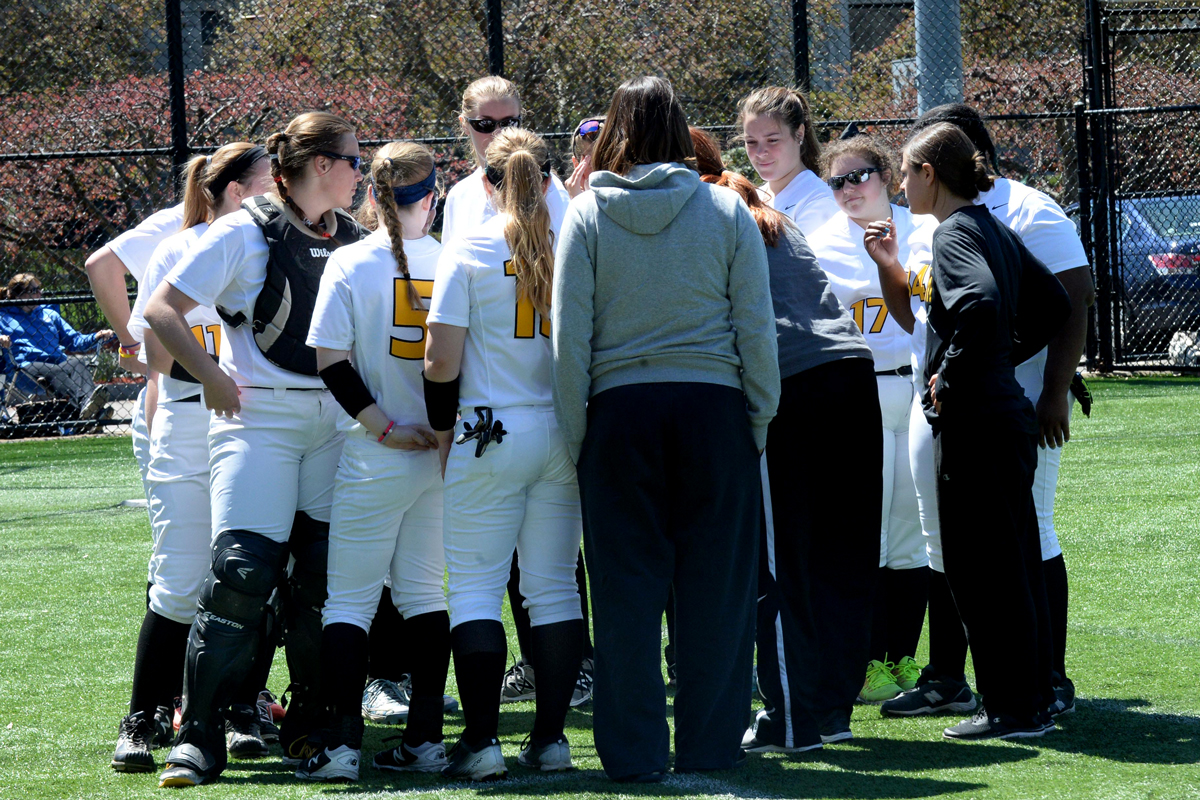 Softball Falls Twice to Wrap up Spring Trip