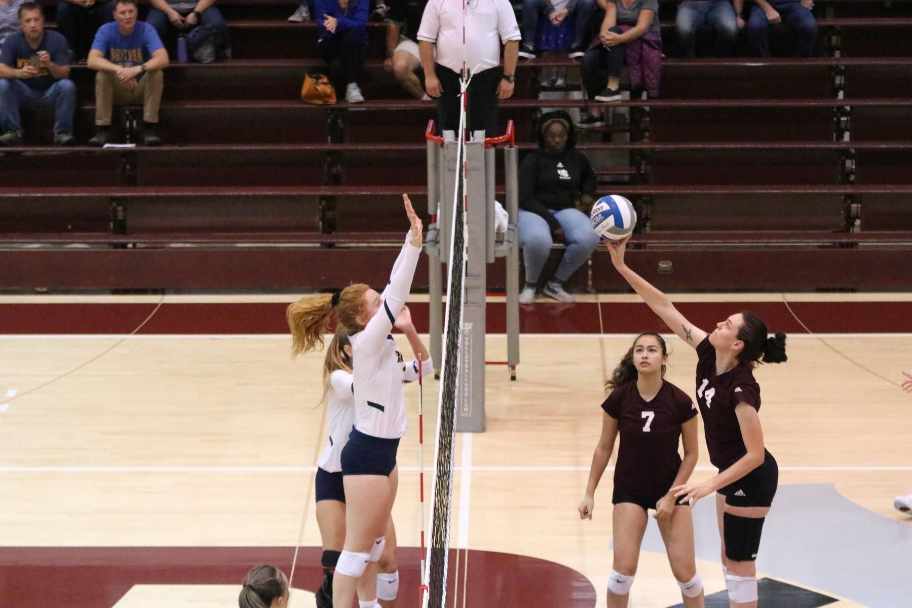 Siacotos posts career-high 15 kills, Loggers beat Linfield in season finale