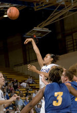 UCSB Heads to Weber State, Still Seeking First Win of 2005-06